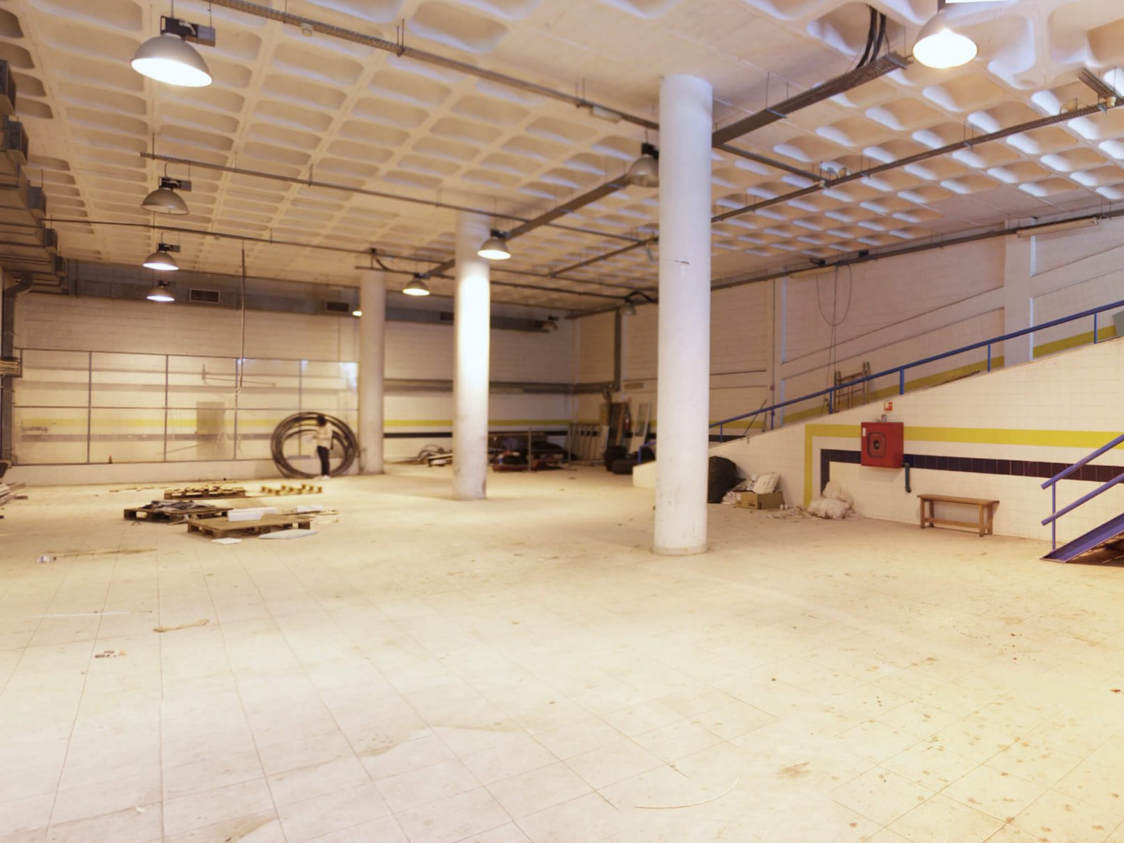 Photo of the space before its conversion into a crossfit box.