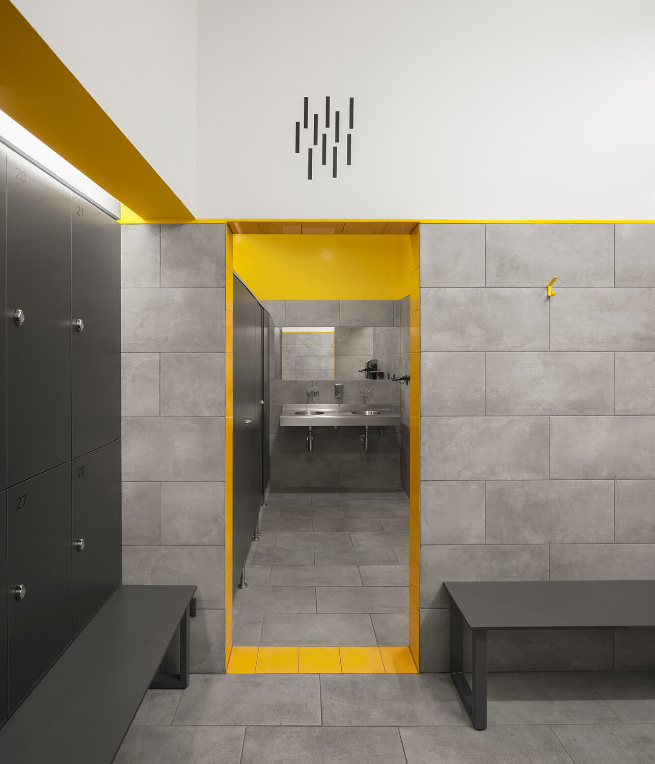 View of the entrance to the shower room and basin area estudio